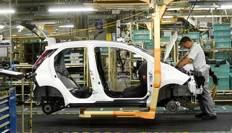 Car manufacturing worker factory Karakuri Kaizen